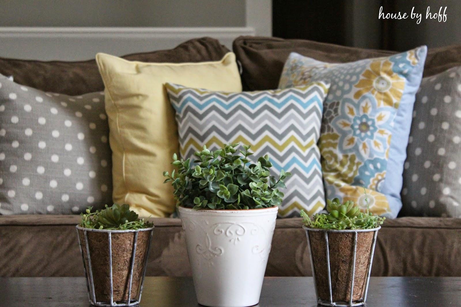 decorating for spring via housebyhoff.com