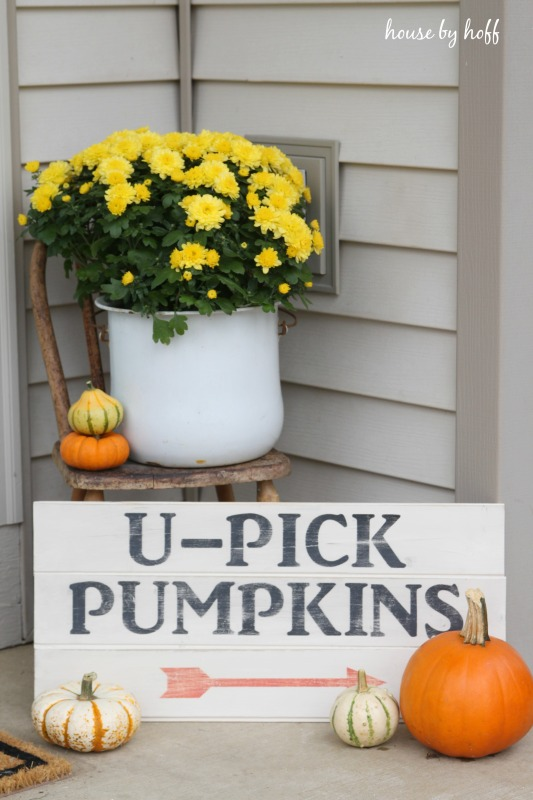 Decorating a Small Front Stoop for Fall