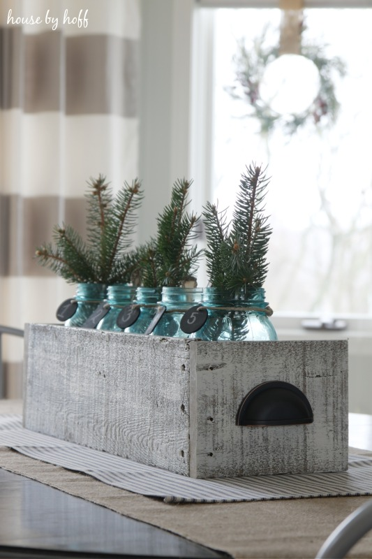 creating this pallet wood box was really simple - Wooden Box Christmas Decorations