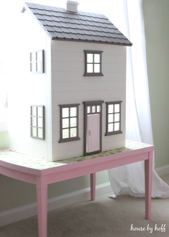 How to Make a Dollhouse Table From An Old Coffee Table via House by Hoff1
