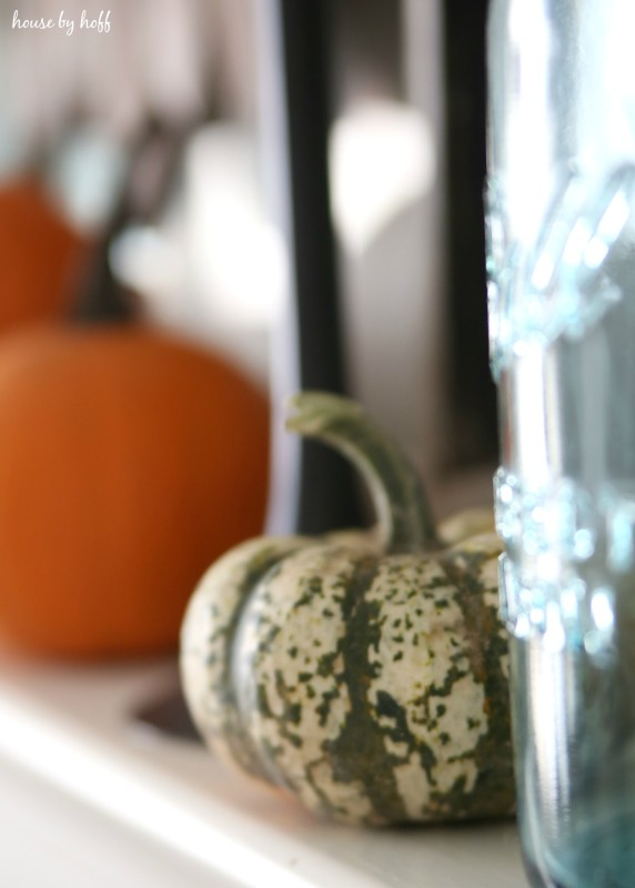 Pumpkin Mantel via House by Hoff5