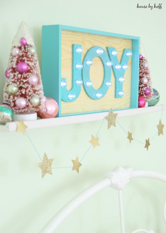 Little Girl's Room for Christmas via House by Hoff8