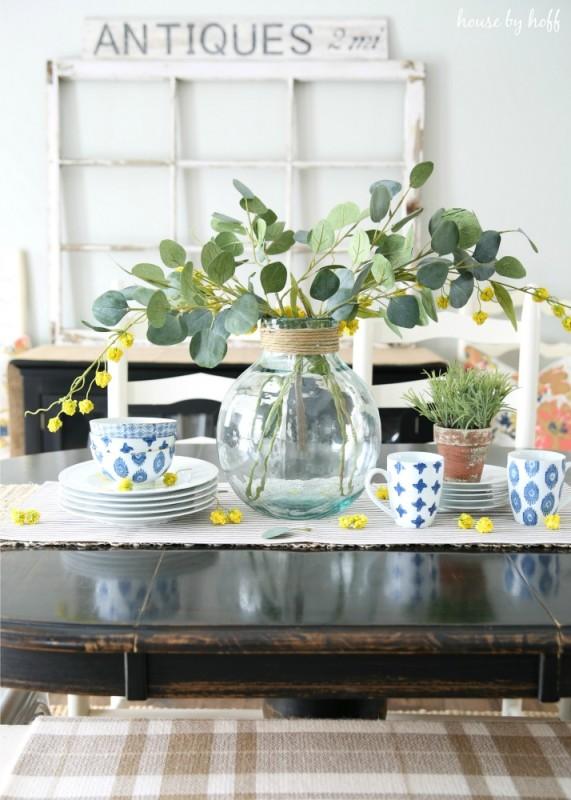 10 Pretty Spring Vignettes via House by Hoff