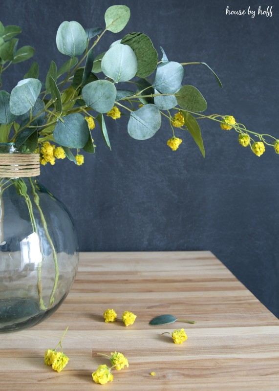 How to Make a Simple Eucalyptus Leaf Centerpiece via House by Hoff