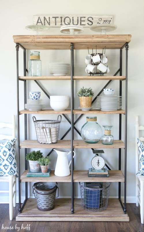 Finding the perfect open shelving house by hoff for Dining room shelf decorating ideas