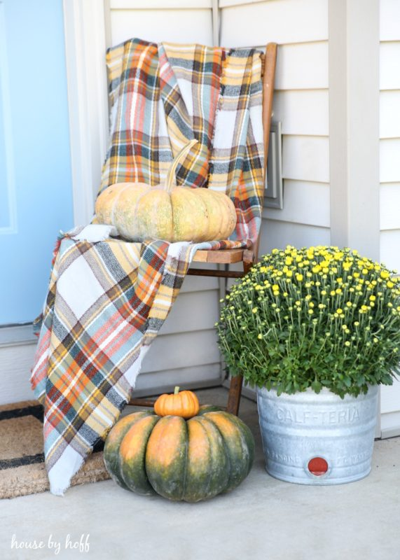 fall-front-stoop-via-house-by-hoff2