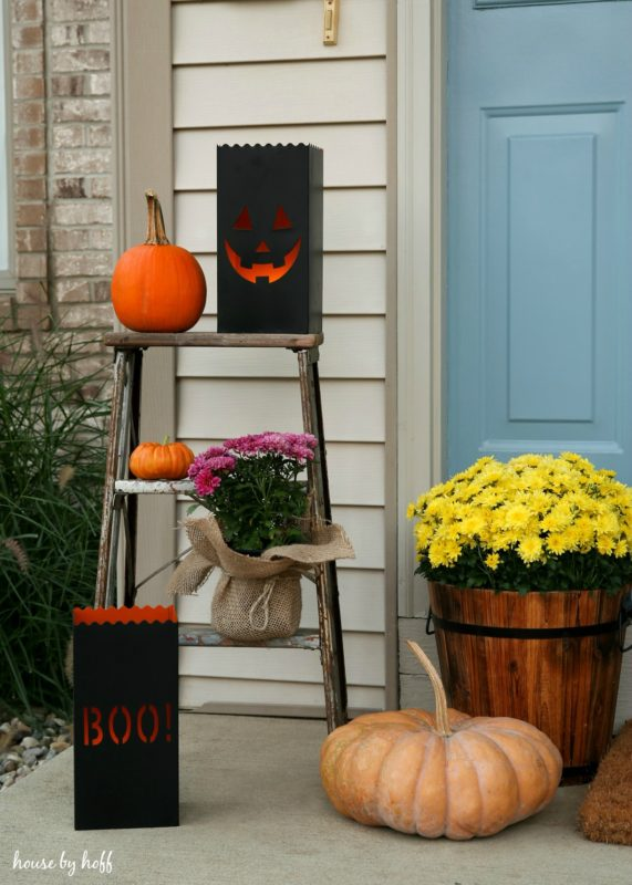 How to Decorate Your Small Front Porch for Fall via House by Hoff